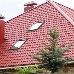 Настил крыши с окнами металочерепицей